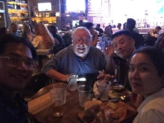 和老歌手 Ron 到 Pub