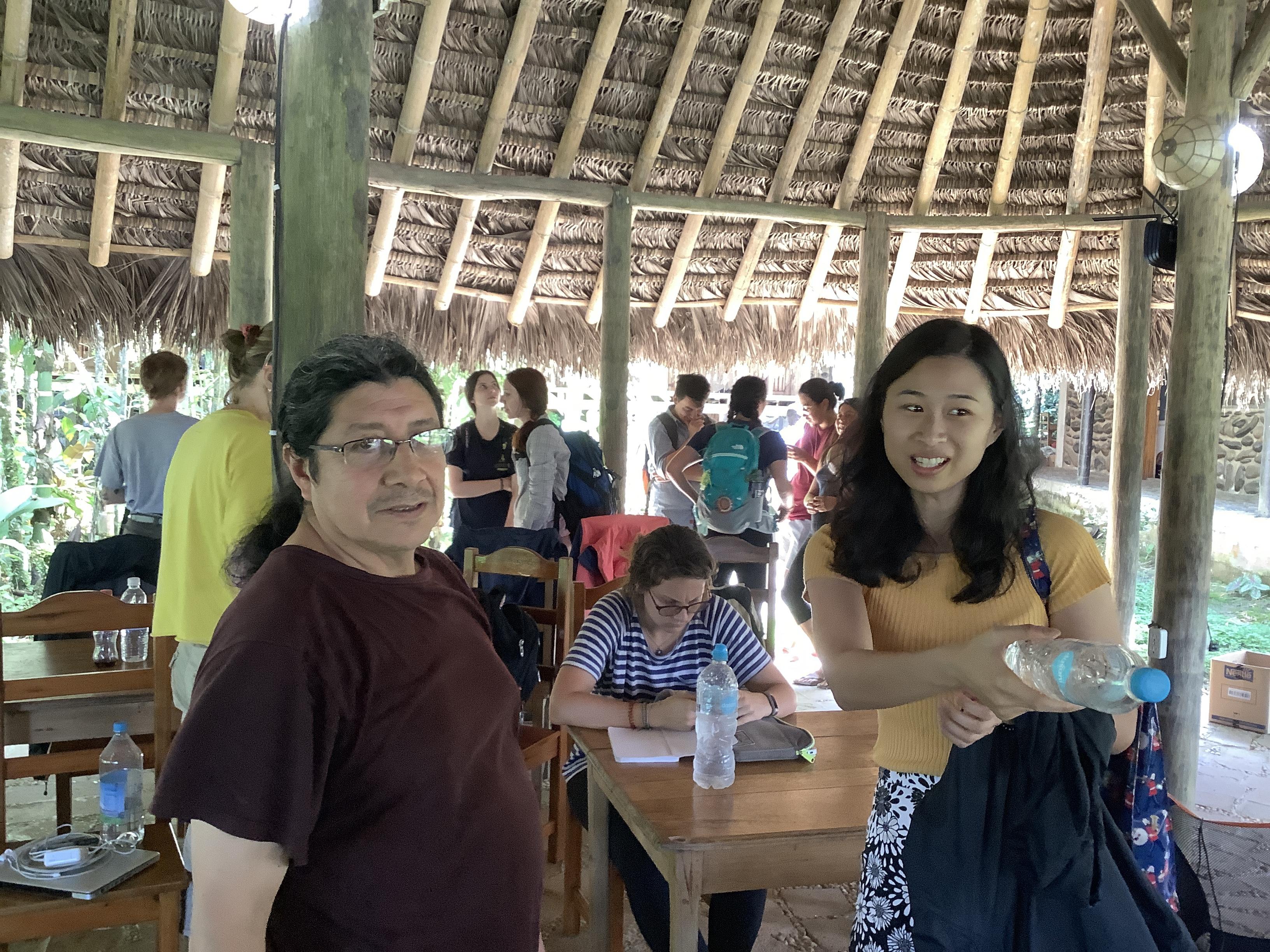 2019年學員下課與老師討論克丘亞語